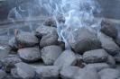 rauchende Holzkohle