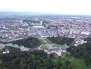 Luftbild von Karlsruhe mit Schloss im Vordergrund